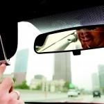 Telefonare mentre si guida: è consentito? In che modo?